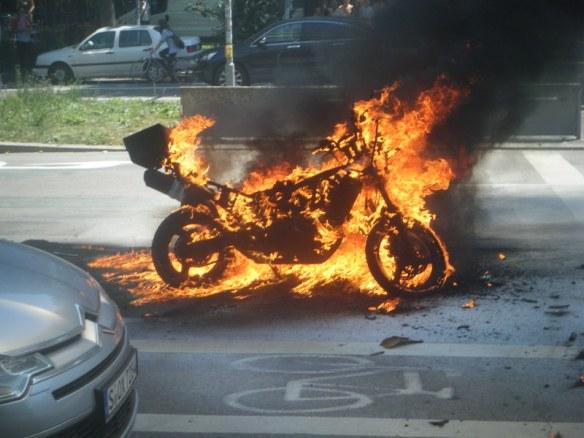 Hampe hatte am Vortag er Rally seinem Moped ordentlich eingeheizt - aber Haltung bewahrt und mit eienm von MOTORRAD organisiertem Bike die Rally beendet.