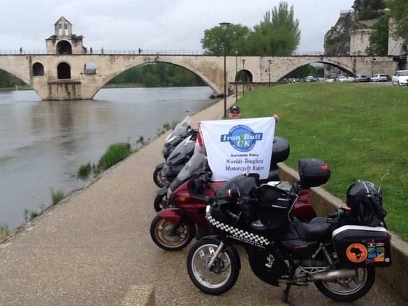 Sous le pont d'Avignon -  Ride to Eat