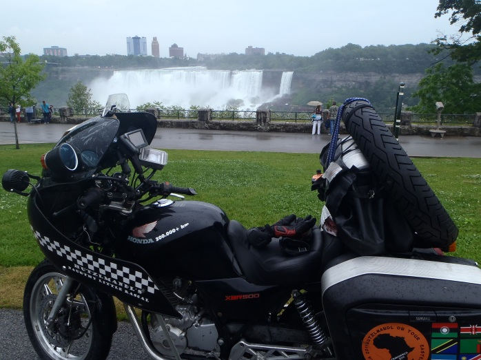 As Johannes always complains that there are too few pictures with the XBR on them: XBR in front of Niagara Falls