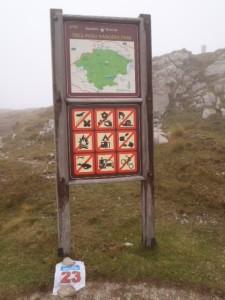 15:09h. Top of the Mangart road. Fog and wind. Very important loocation baggged.