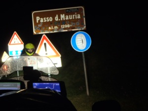 21:39 h. Passo di Mauria. Night surfing.