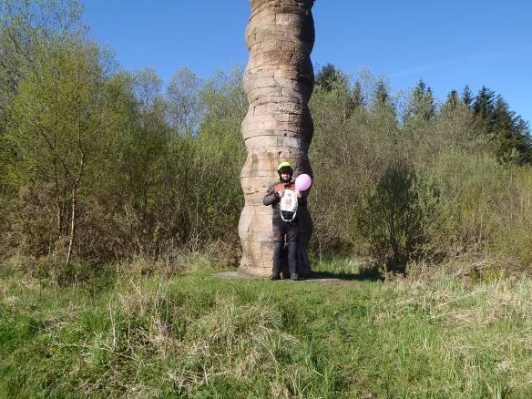 8:07 a.m. Kielder column. Time for another pink balloon picture.