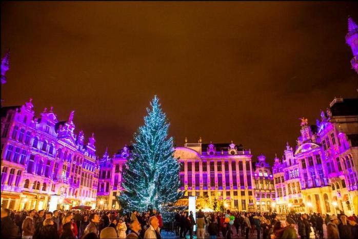 Light show at the Grand Place in Brussels (copied from the website of the city of Brussels)